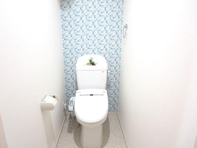 アクセントクロスがおしゃれなトイレです♪