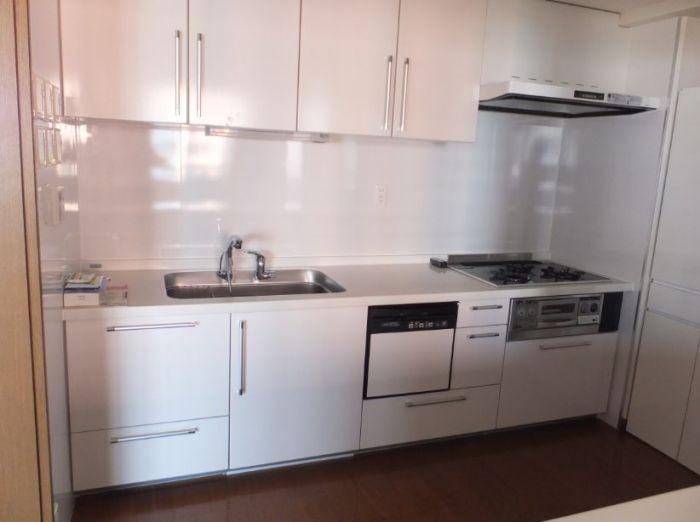 キッチンには嬉しい食洗機つき♪