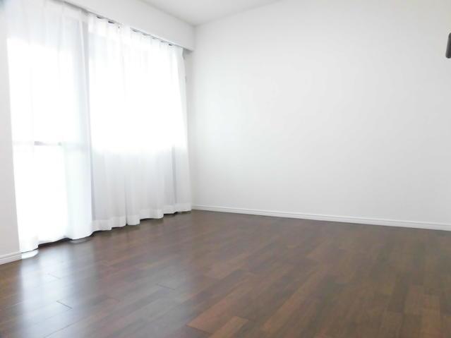 バルコニーに面した洋室が2部屋あります☆