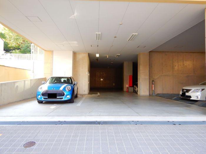 建物下駐車場