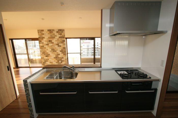 シックで開放感のあるキッチン♪調理スペースも十分です☆