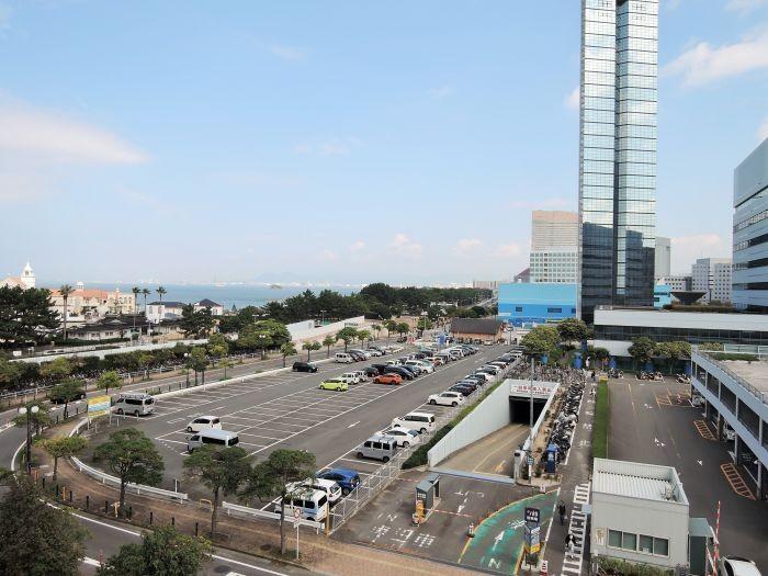 バルコニーからの眺望。福岡タワーとマリゾンが見えます♪