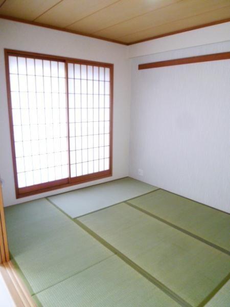 和室もバルコニーに面して明るいです☆