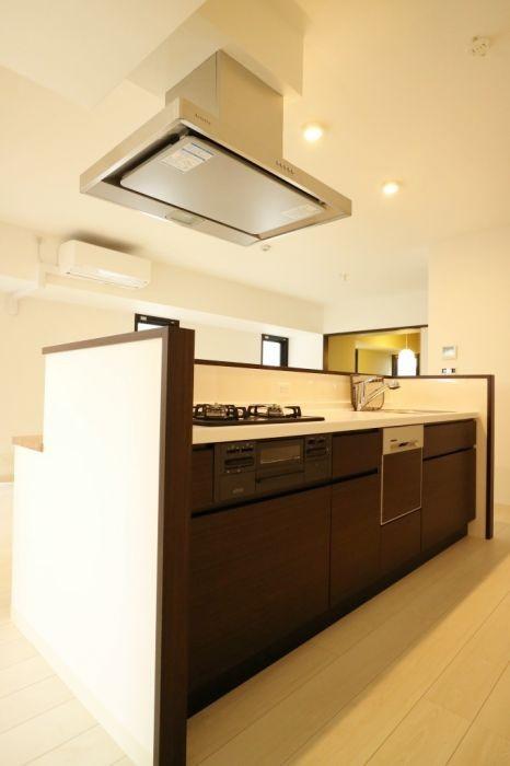 キッチンには嬉しい食洗機つきです♪
