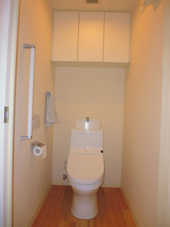 ウォシュレットつきトイレで快適です♪収納もあります☆