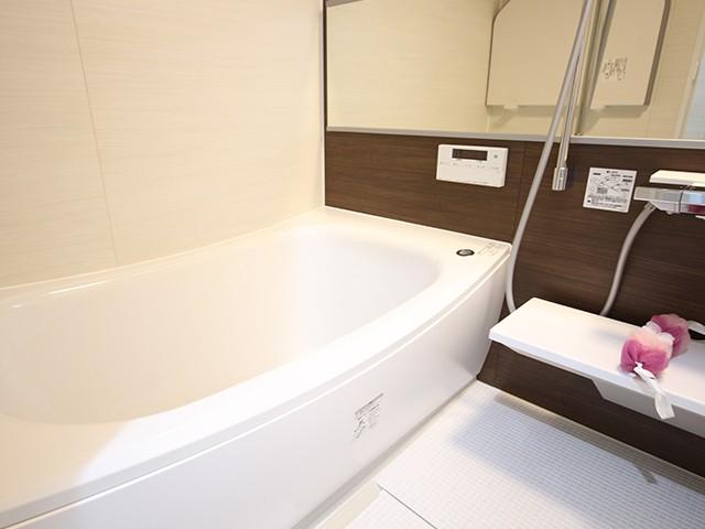 バスルームには浴室暖房乾燥機つきです♪