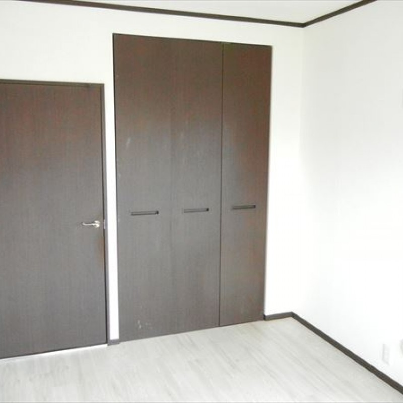 どのお部屋も木の質感を生かしたシックな内装です!
