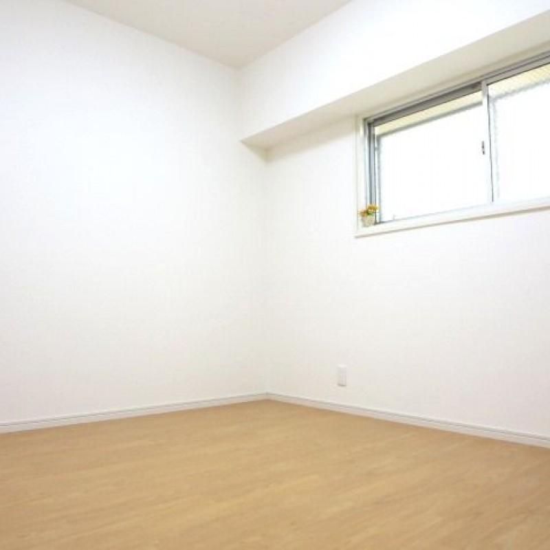 西側の洋室♪こちらもきれいなお部屋です☆