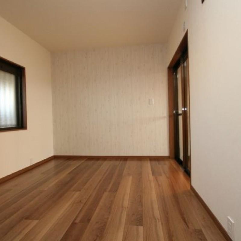 5.8帖の洋室。二面採光です♪