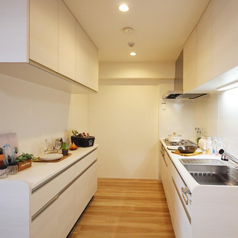 半独立タイプでゆったりとスペースのあるキッチンです♪