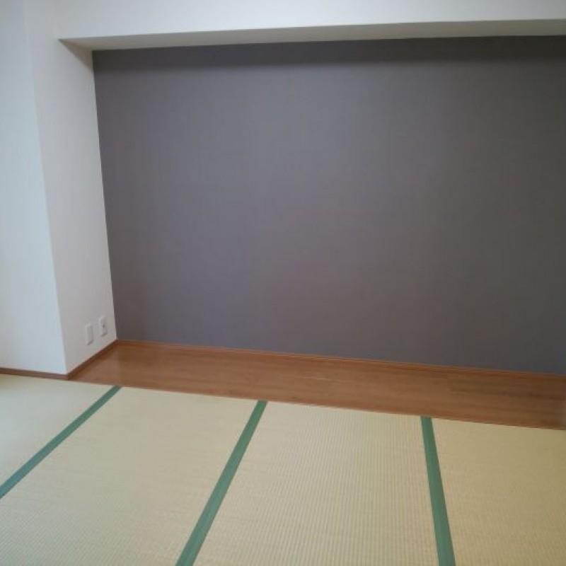 バルコニーに面して明るい和室です☆