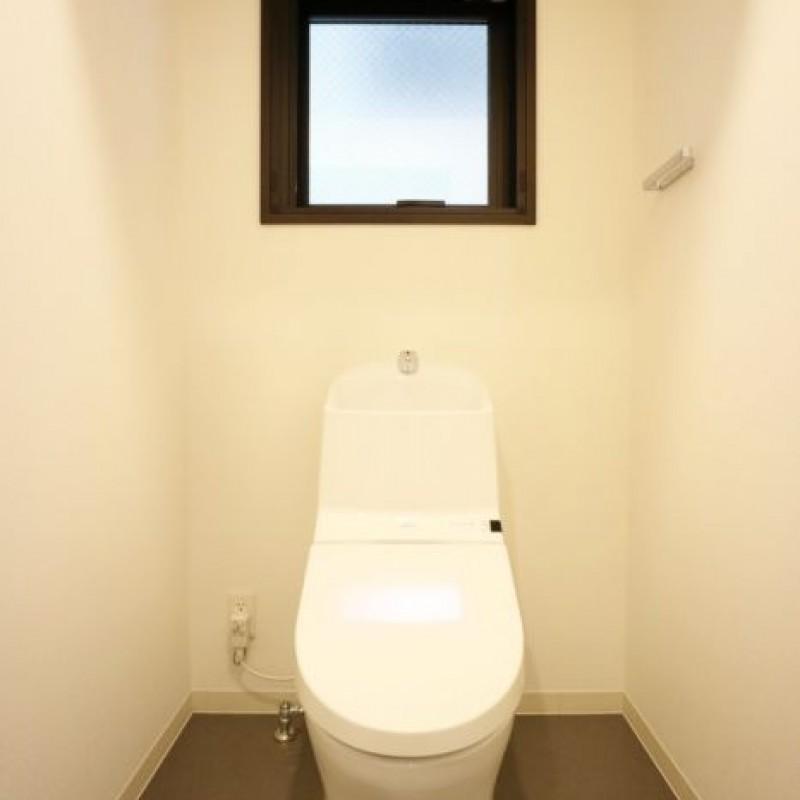 ウォシュレットつきトイレで快適です☆窓あり♪