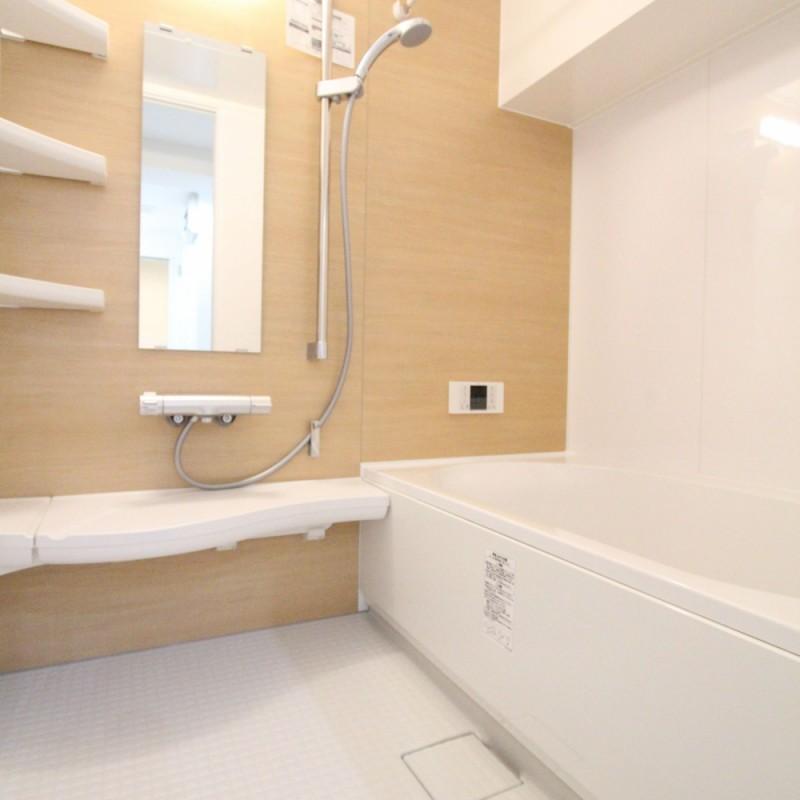 木目調で優しい雰囲気のバスルーム♪