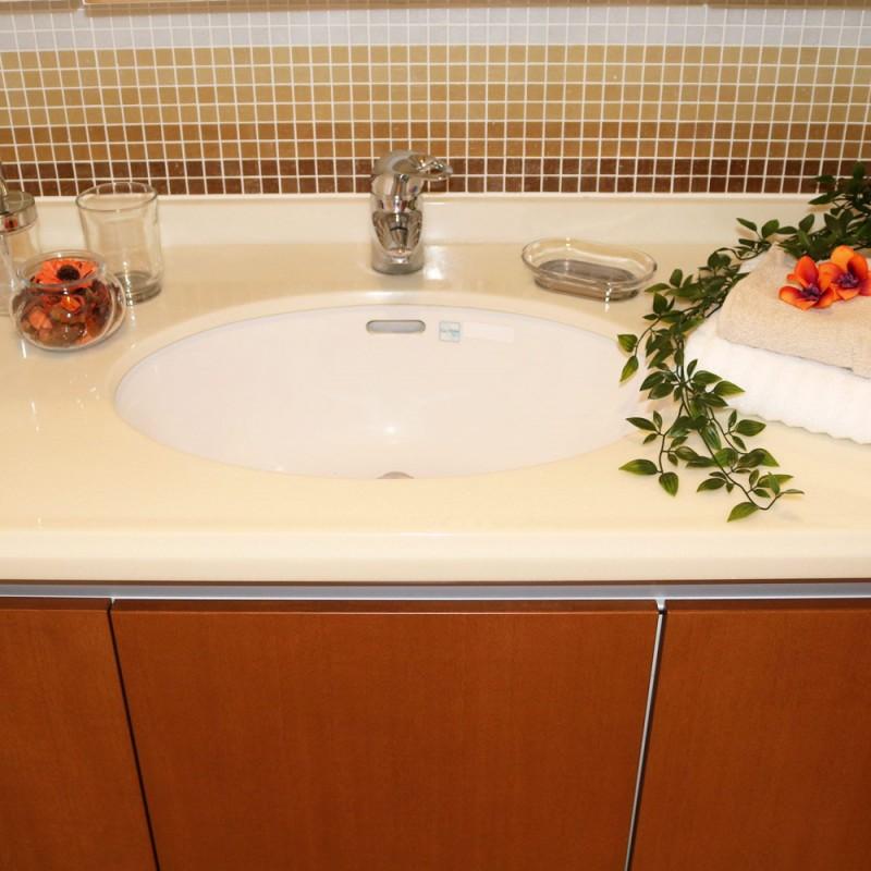 洗面台はゆったり使えるサイズです♪