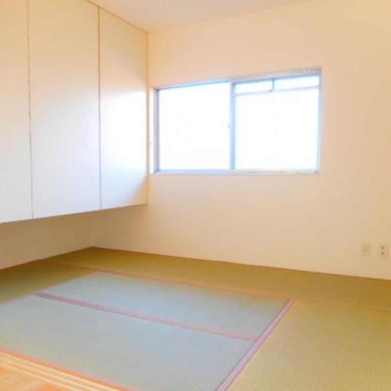 和室も明るく気持ちのいい空間です♪こちらも収納充実しています☆