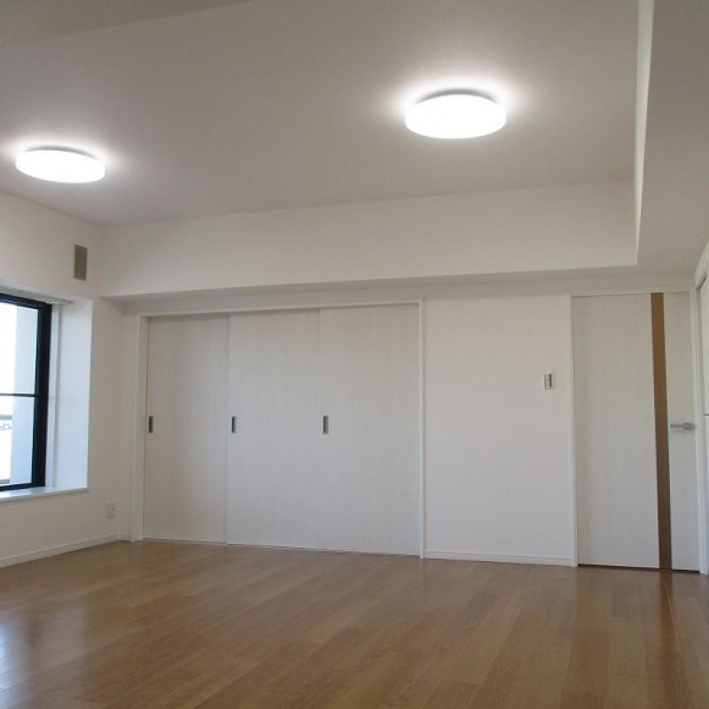 リビング隣の部屋は引戸のため、空間をつなげて使うこともできます♪