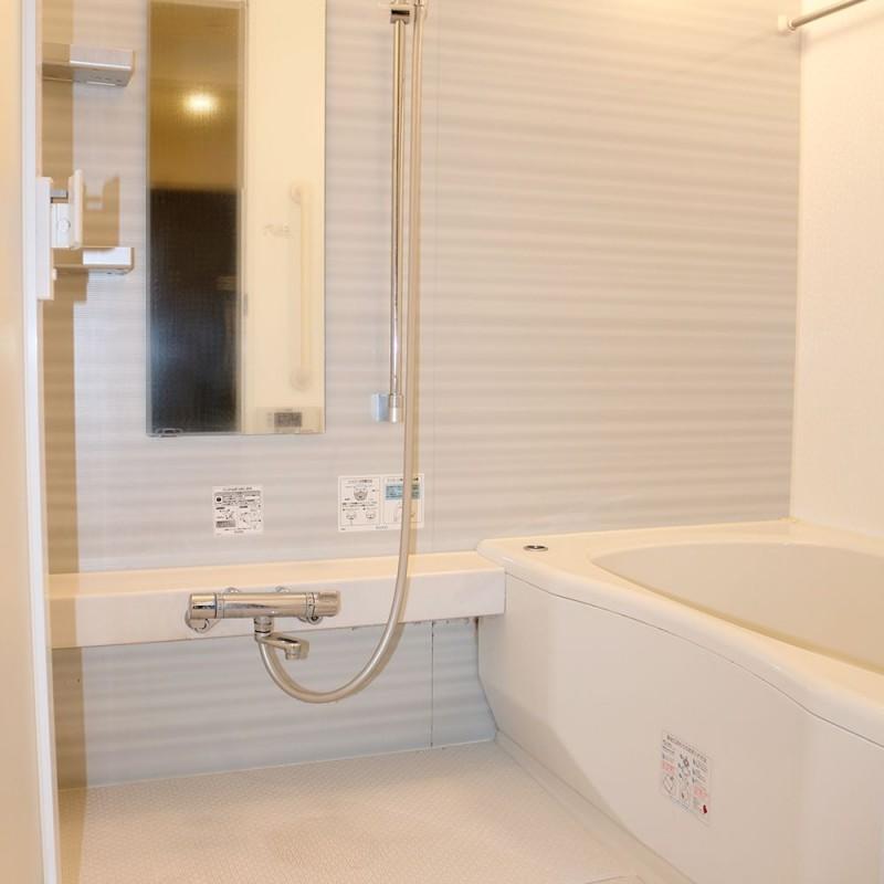バスルームには追焚機能・浴室乾燥機つきです♪