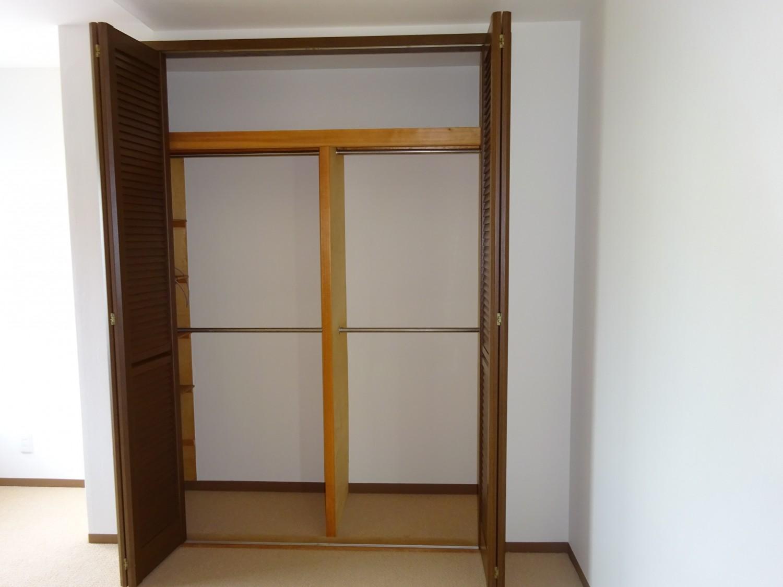 寝室8帖 収納2