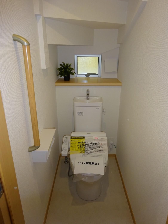 1階トイレ 窓あり手摺り設置