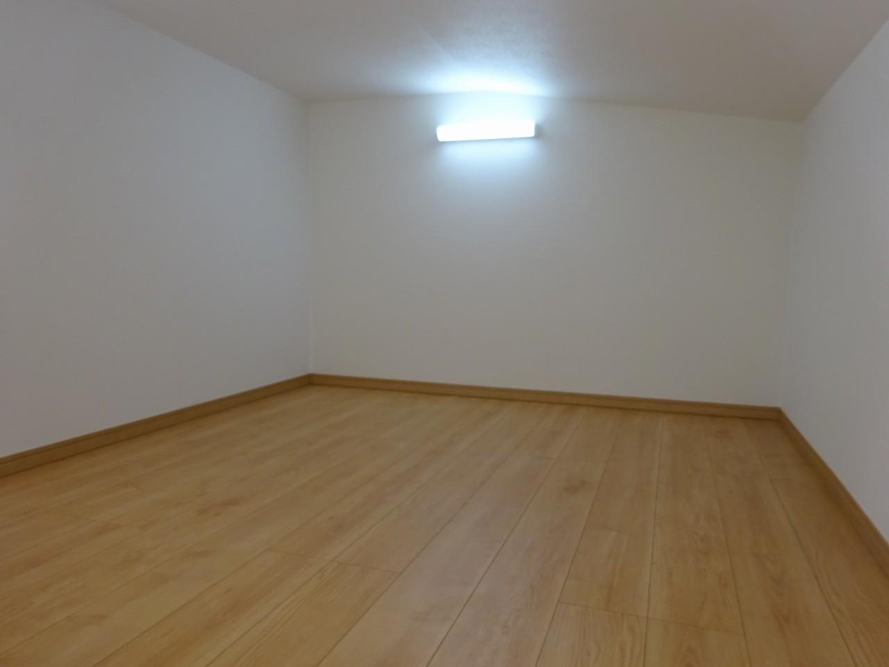 2階西側洋室6帖 上部ロフト