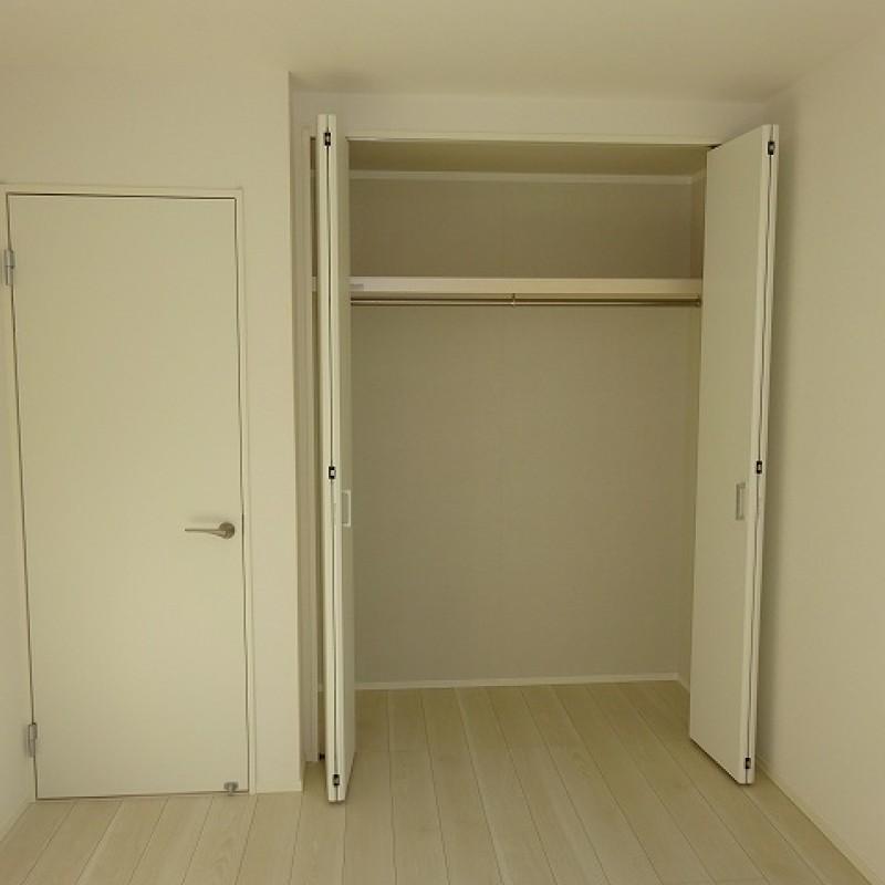 2階洋室6.04帖 収納