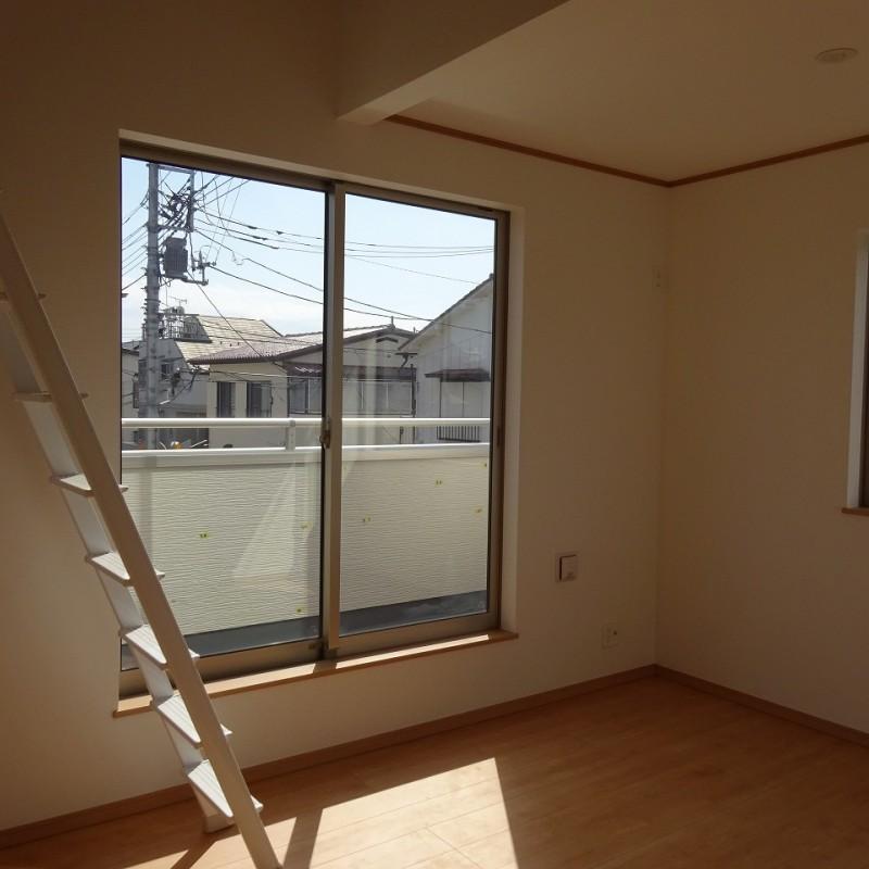 2階西側洋室6帖 2面採光
