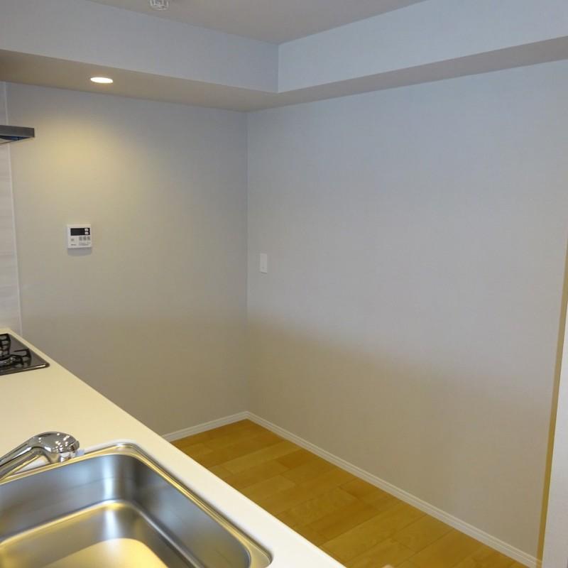キッチン背面もゆとりスペース